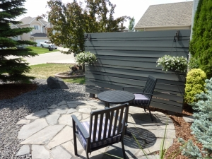Privacy Screen and Flagstone Patio in Riverbend